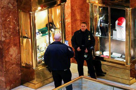 Hoat dong ben trong toa Thap Trump o New York - Anh 11