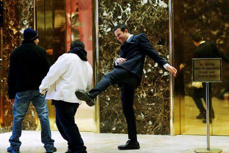 Hoat dong ben trong toa Thap Trump o New York - Anh 8
