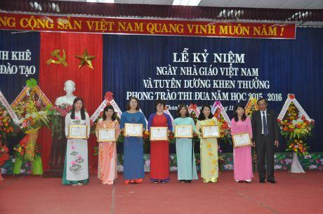 Nganh GD&DT quan Thanh Khe (Da Nang) khen thuong cac thay co giao, nha truong xuat sac - Anh 1