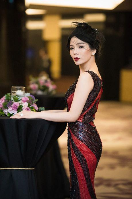 Hong Nhung, Le Quyen do sac Thuy Van, Dan Le voi vay ao goi cam - Anh 13