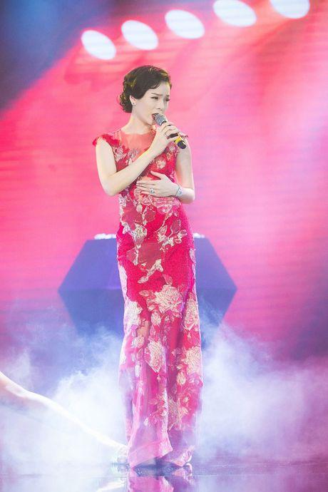 Hong Nhung, Le Quyen do sac Thuy Van, Dan Le voi vay ao goi cam - Anh 18