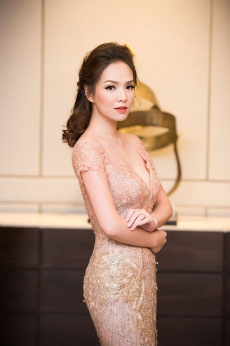 Hong Nhung, Le Quyen do sac Thuy Van, Dan Le voi vay ao goi cam - Anh 9
