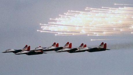 Tiem kich MiG-29 cua Nga gap nan o Dia Trung Hai - Anh 1
