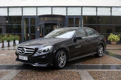 Mercedes-Benz Viet Nam ban giao 3 xe E250 AMG cho Hilton Ha Noi Opera - Anh 2