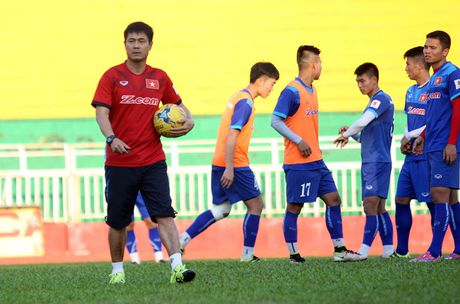 Tuyen Viet Nam len duong du AFF Cup: Niem tin tu nguoi ham mo - Anh 1