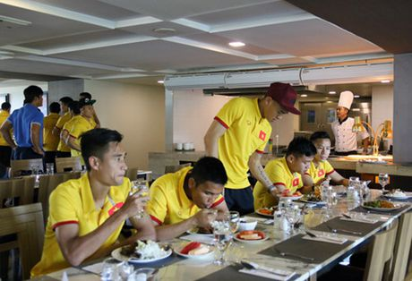 Chu nha vong bang AFF Cup 2016 thua dam truoc gio dau tuyen Viet Nam - Anh 4