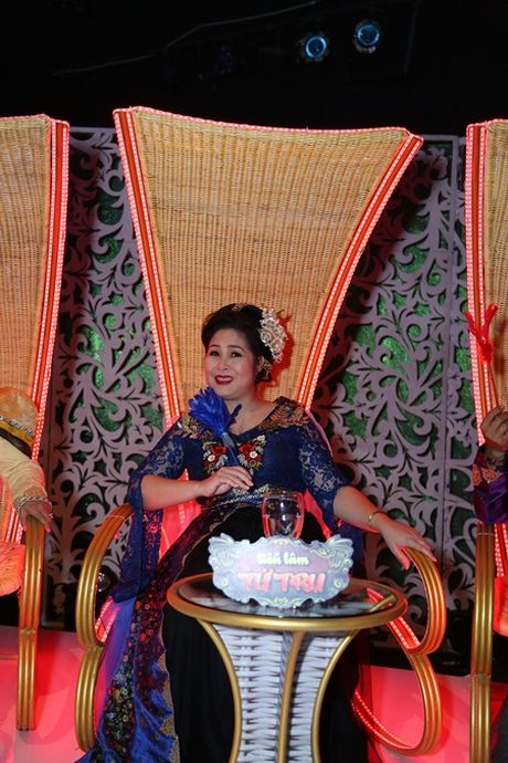 Minh Nhi bat mi ly do tang can mat kiem soat cua ban than Hong Van - Anh 1