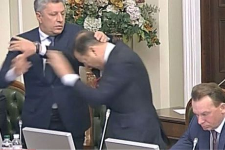 Nghi si Ukraine lai choang nhau du doi tai quoc hoi - Anh 2