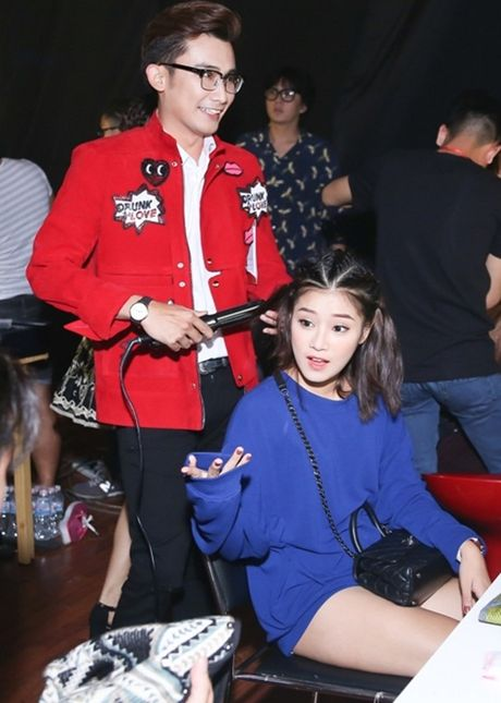 Hoang Thuy Linh an voi banh my truoc gio ghi hinh - Anh 10