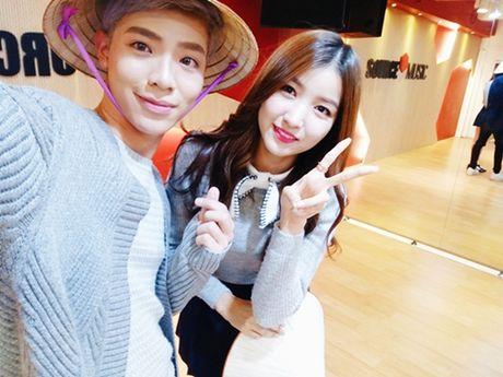 Monstar tang non la, selfie cung G-Friend - Anh 5