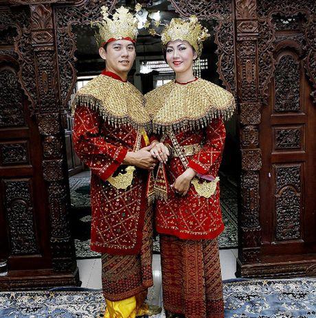 Trang phuc cuoi truyen thong khap the gioi - Anh 8