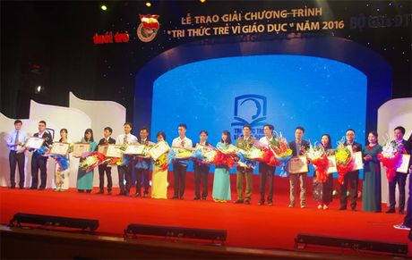 Tong ket va trao giai thuong 'Tri thuc tre vi giao duc nam 2016' - Anh 1