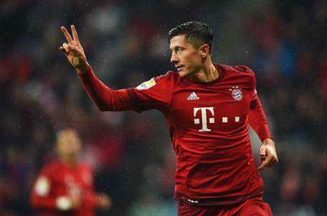 Top 5 tien dao hay nhat chau Au: Messi, Ronaldo mat tich - Anh 4