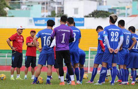 Tin sang 15/11: HLV Huu Thang hop doi tuyen vi Que Ngoc Hai - Anh 1