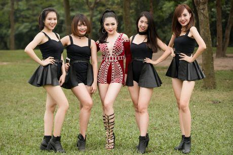 Huong Tram mac goi cam, hat cung fan tren san khau - Anh 9