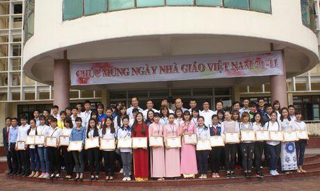 Tuyen duong 8 tap the va 82 ca nhan tieu bieu nam hoc 2015 – 2016 - Anh 1