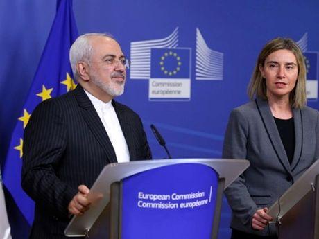 EU 'quan he' voi Iran de thach thuc Tong thong My Donald Trump? - Anh 1