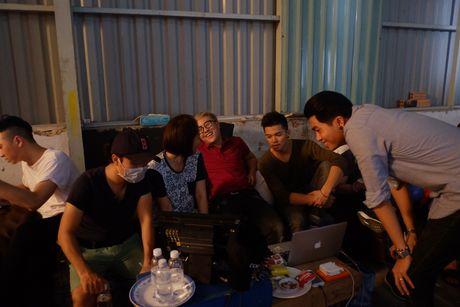 Trong Hieu bat ngo trinh lang MV ca nhac ve bong da  - Anh 3