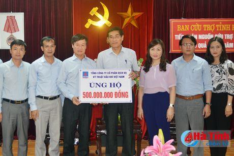 PTSC trao 500 trieu dong ho tro dong bao lu lut Ha Tinh - Anh 1