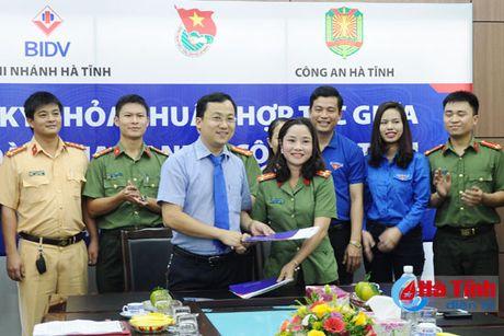 Tuoi tre BIDV va Cong an Ha Tinh hop tac vi cong dong - Anh 1