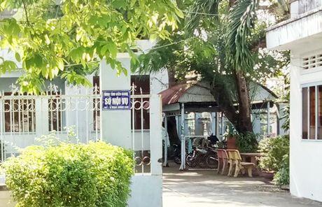 Pho chanh van phong So Noi vu bi cach chuc vi chiem doat tien luong - Anh 1