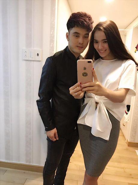 Con trai Ung Hoang Phuc dang yeu khi di ca phe voi bo me - Anh 8
