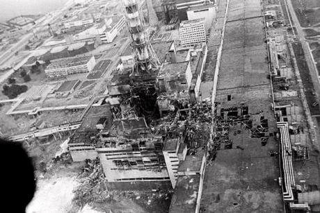 Chup khoi thep khong lo len lo phan ung so 4 cua Nha may dien nguyen tu Chernobyl - Anh 1