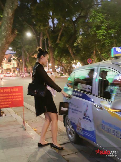 Sinh con duoc 1 thang, Hong Que nhanh chong lay lai voc dang chuan - Anh 9