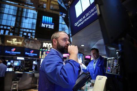 Dow Jones tiep tuc lap ky luc, gia vang xuong muc thap nhat 5,5 thang - Anh 1