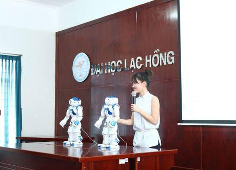 Truong dai hoc mua robot Nhat Ban de day sinh vien - Anh 1