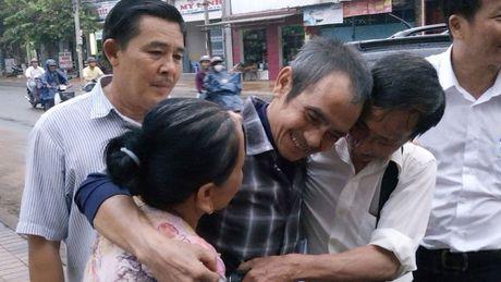 Ong Huynh Van Nen: 'Toa chi dong y boi thuong hon 5 ti dong, toi rat buon' - Anh 1