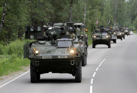 Thach thuc quan su voi NATO khi Trump vao Nha Trang - Anh 2