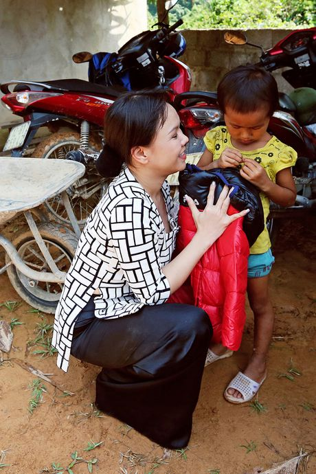 Viet Huong len vung cao lam tu thien sau live show 6 ty dong - Anh 6