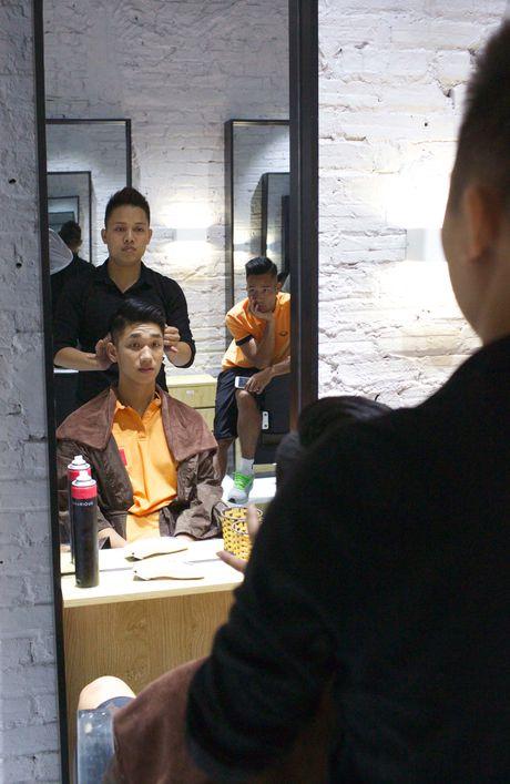 Hot boy U19 cung dan anh HAGL cat toc kieu Beckham - Anh 2