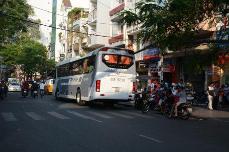 TP.HCM: Kien nghi cam xe oto khach tren 25 cho luu thong vao TP - Anh 1