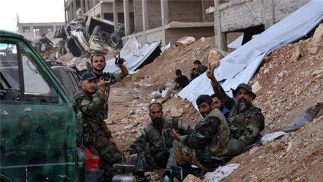 Cac tay sung o Aleppo 'phot lo' keu goi cua quan doi Syria - Anh 1