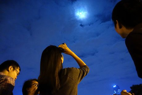 'Sieu trang the ky' tren bau troi Ha Noi - Anh 16