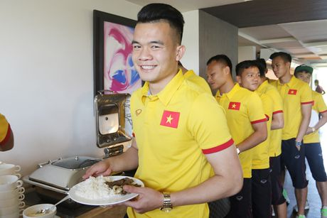 [Anh]: Tuyen Viet Nam lui buoi tap tren dat Myanmar - Anh 6