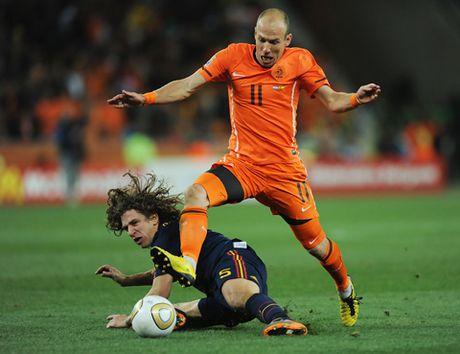 Doi hinh kho nhan nhat ma Carles Puyol tung doi dau vang bong Cristiano Ronaldo - Anh 10