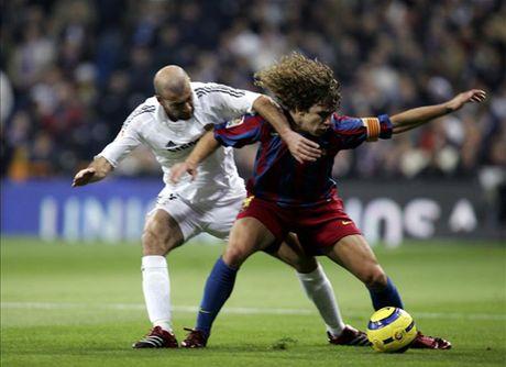 Doi hinh kho nhan nhat ma Carles Puyol tung doi dau vang bong Cristiano Ronaldo - Anh 9