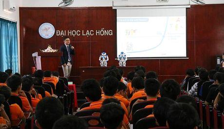 Robot co cam xuc giong con nguoi 'lam tro giang' dai hoc o Viet Nam - Anh 1
