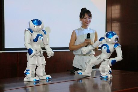 Robot co cam xuc giong con nguoi 'lam tro giang' dai hoc o Viet Nam - Anh 3