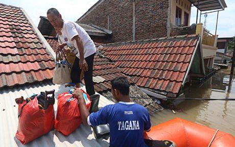 Hon 6.000 nguoi Indonesia phai so tan vi lu lut - Anh 1