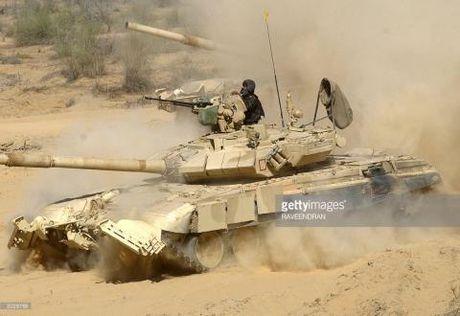 Doi dau voi Pakistan va Trung Quoc, T-90 An Do thieu dan - Anh 1