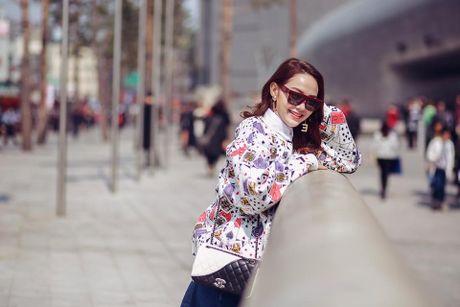 Minh Hang so huu tu do hieu dang cap nhu mot fashionista - Anh 1