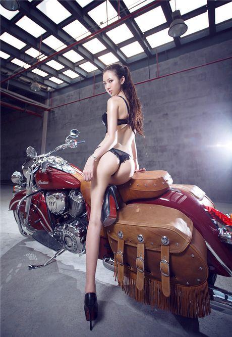 Sieu mau sexy 'don tim' phai manh ben xe khung - Anh 10