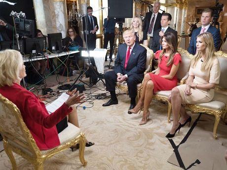 Con gai Trump xin loi vi quang cao vong tay khi len TV - Anh 1