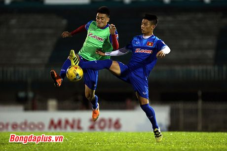 Cong Phuong bi HLV Huu Thang phat vi da hong penalty - Anh 5