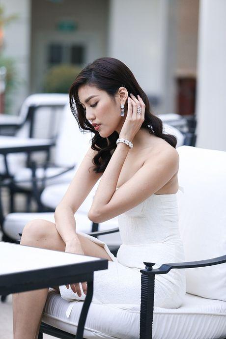 Lan Khue do sac voi Ha Ho, dien dam cup nguc quyen ru - Anh 2