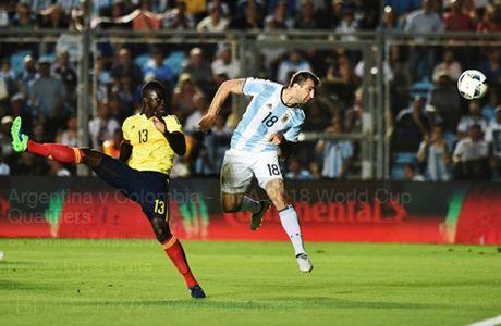 Messi no sung, Argentina tam thoi vuot kho - Anh 4